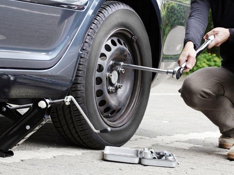 Changement de pneus et dépannage 17 - Garage à Saint-Laurent-de-la-Prée